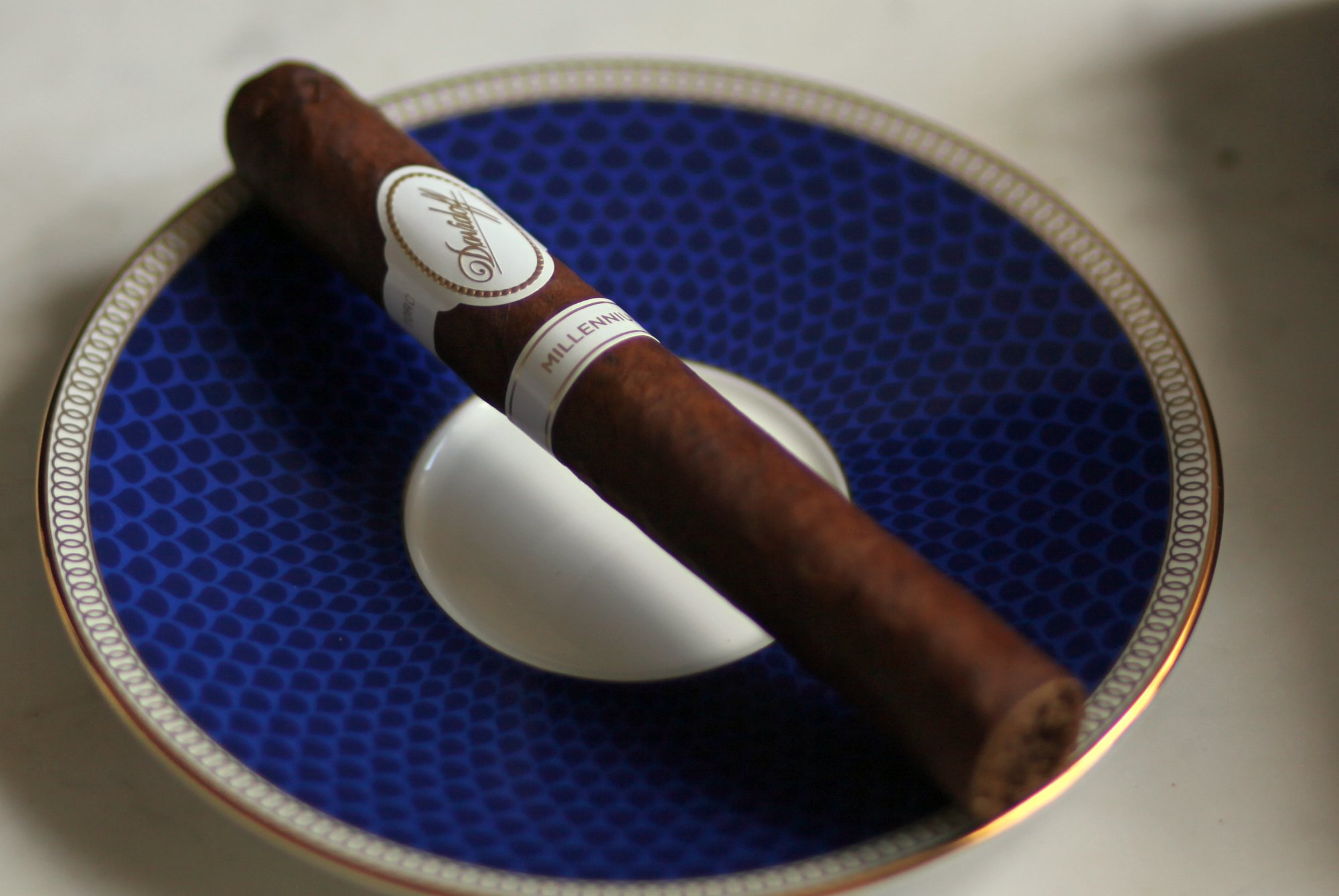 Davidoff Millennium Blend Toro Review Closeup 2