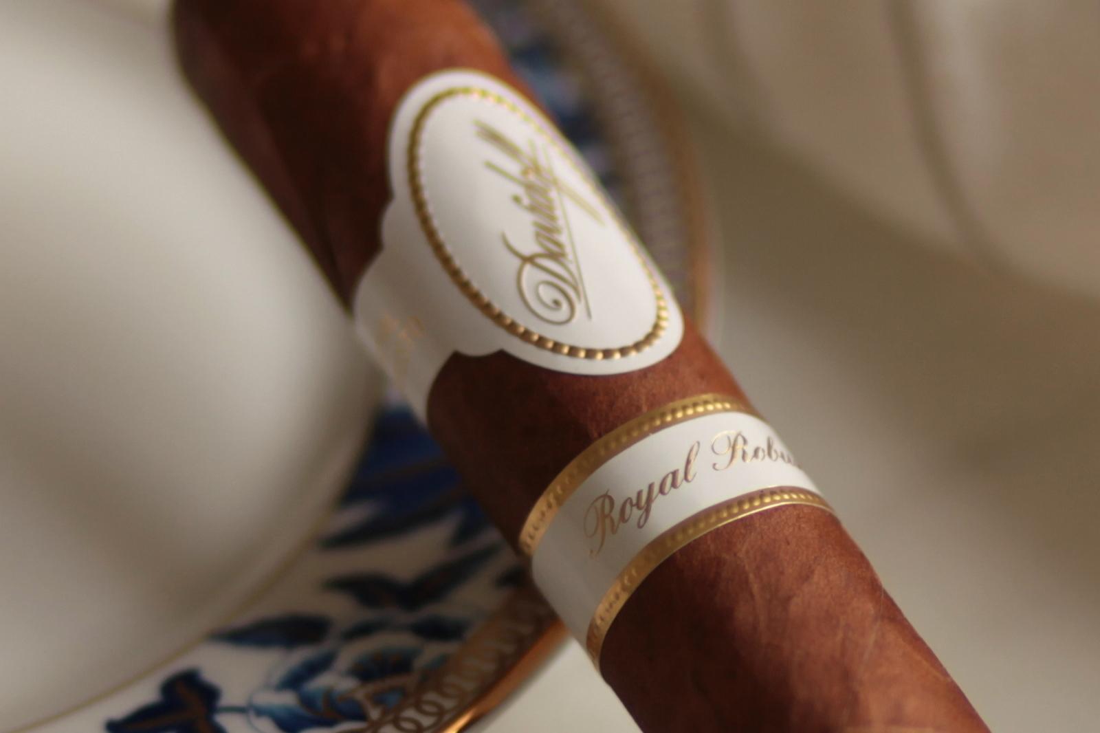 Davidoff Royal Robusto Closeup