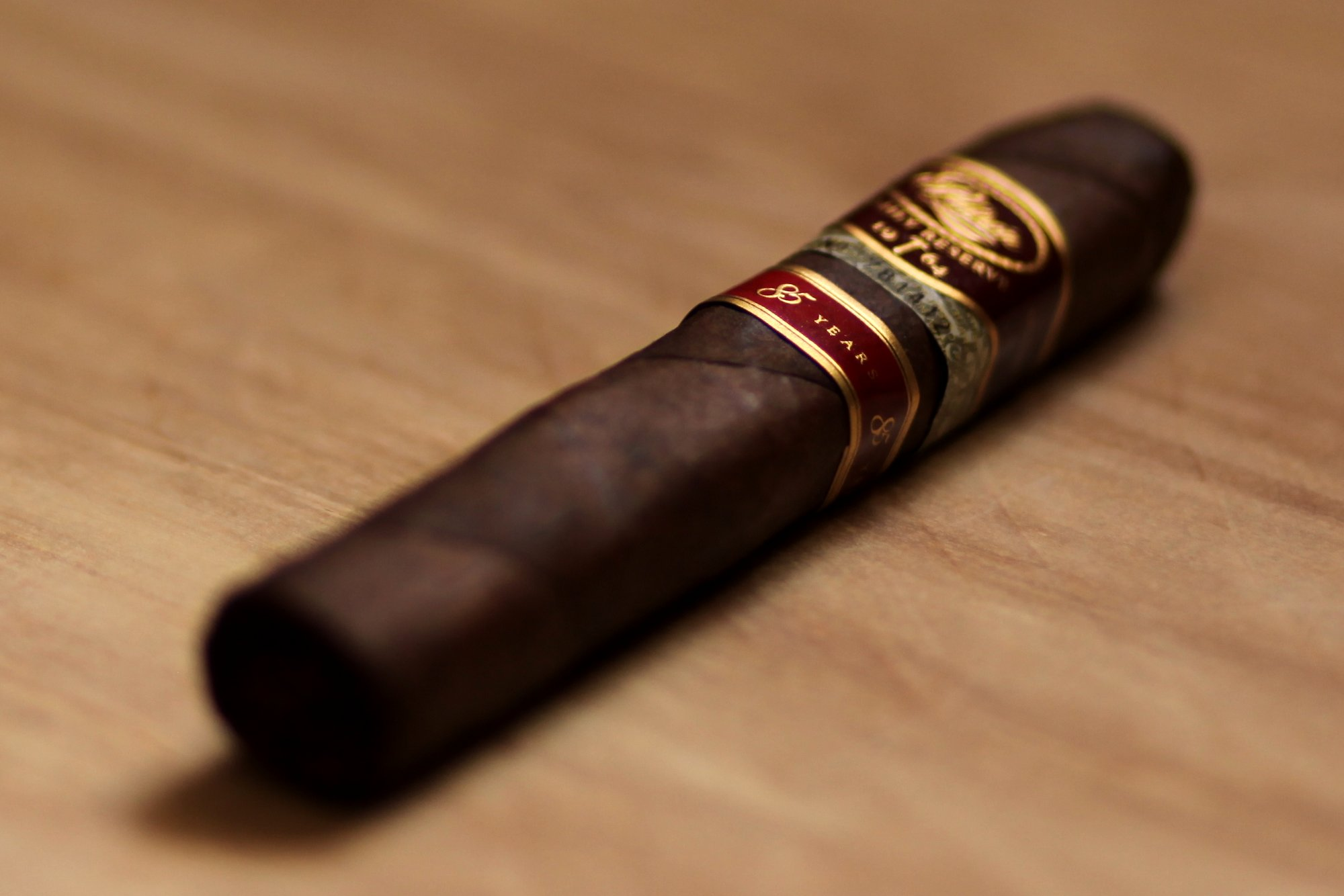 Padron Family Reserve 85 Year Maduro Review closeup