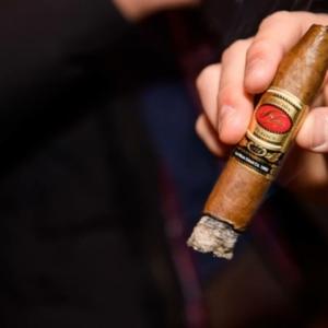 La Hoja Cigars Fine Tobacco NYC